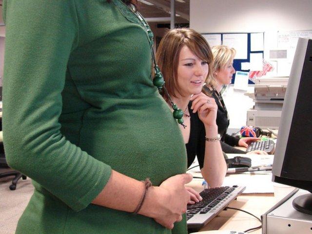 Продление срочного трудового договора с беременной сотрудницей