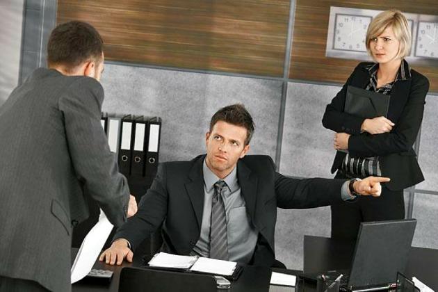 Увольнение по собственному желанию может быть признано судом незаконным (ч.2)