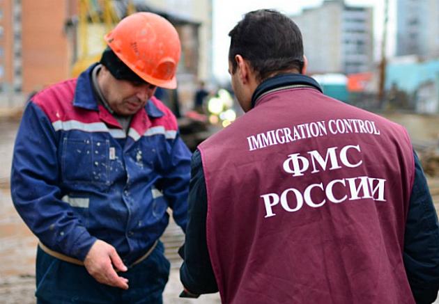 Суд отменил штраф 250 тыс. рублей, выписанный УФМС предпринимателю
